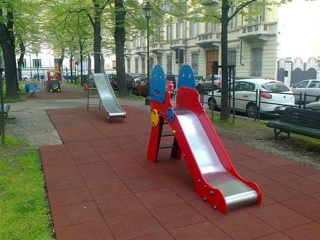 Parco-giochi-via-Bertolotti